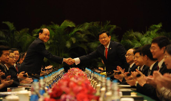 Mainland, Taiwan negotiators hold talks over service trade agreement